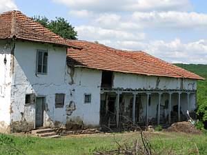 Стопанската постройка на Доридолския манастир