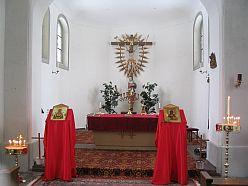новите свещници в храма