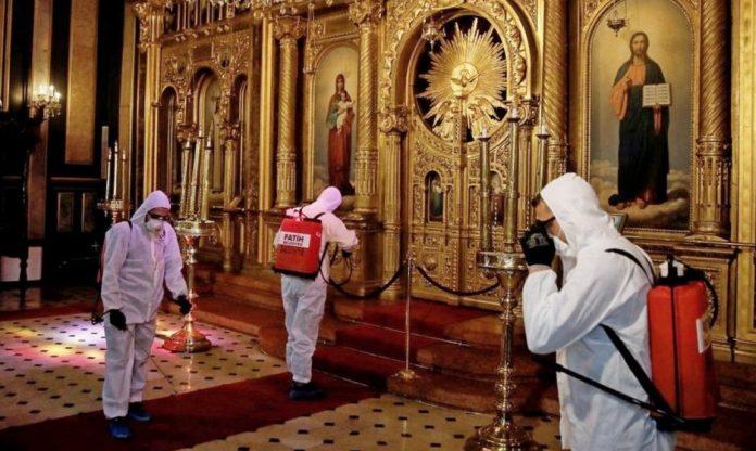 В Украйна отвориха храмовете, в Русия – за Възнесение