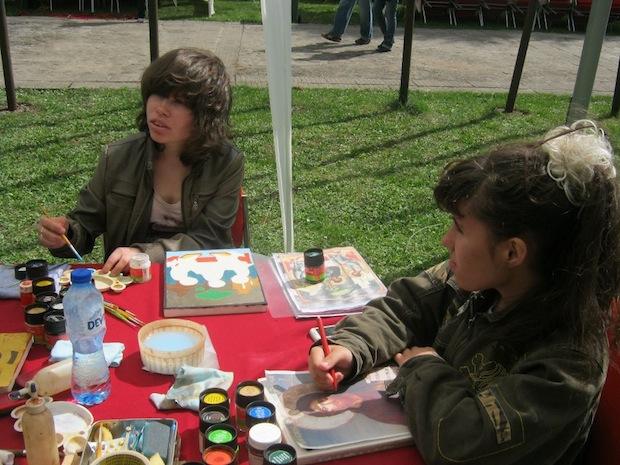 деца оцветяват икони