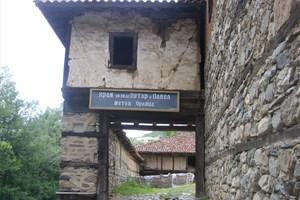 manastiri-i-hramove-metoh-orlitsa-near-rila-319-300x200px